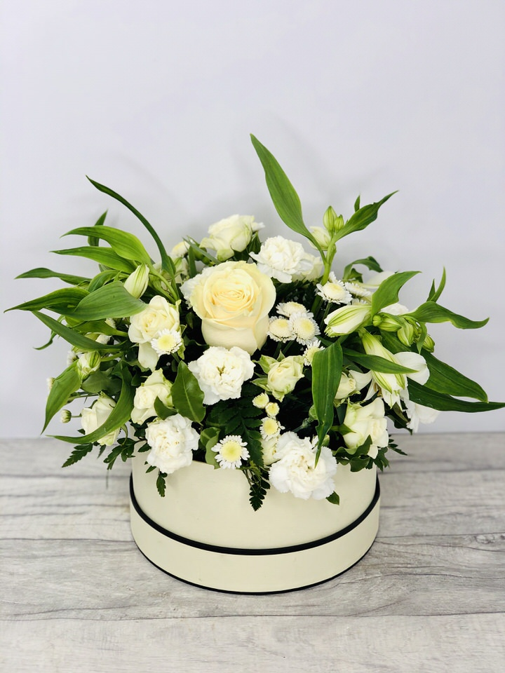 Perfect Purity White Hatbox of Flowers: Booker Flowers and Gifts