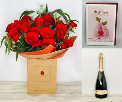 Valentines Passionate Rose Gift Set: Booker Flowers and Gifts